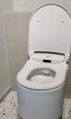 WC lavant de marque Grohe avec détecteur de présence, jet intime et séchant