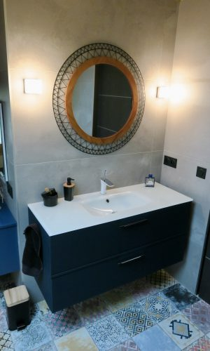 Meuble vasque Mobalpa effet cuir avec robinetterie Hansgrohe